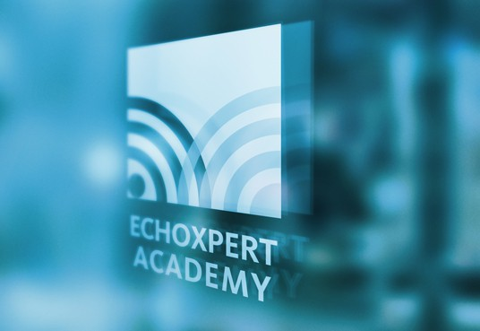 EchoXpert Academy logo in raam